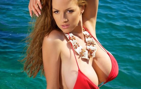 фото большая грудь в купальнике