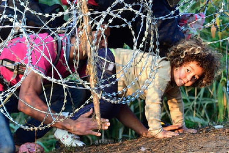 Наплыв беженцев: власти Венгрии готовы ввести чрезвычайное положение.