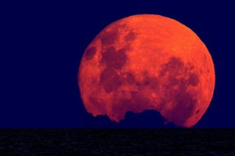 Россияне смогут наблюдать затмение суперлуны в ночь на 28 сентября