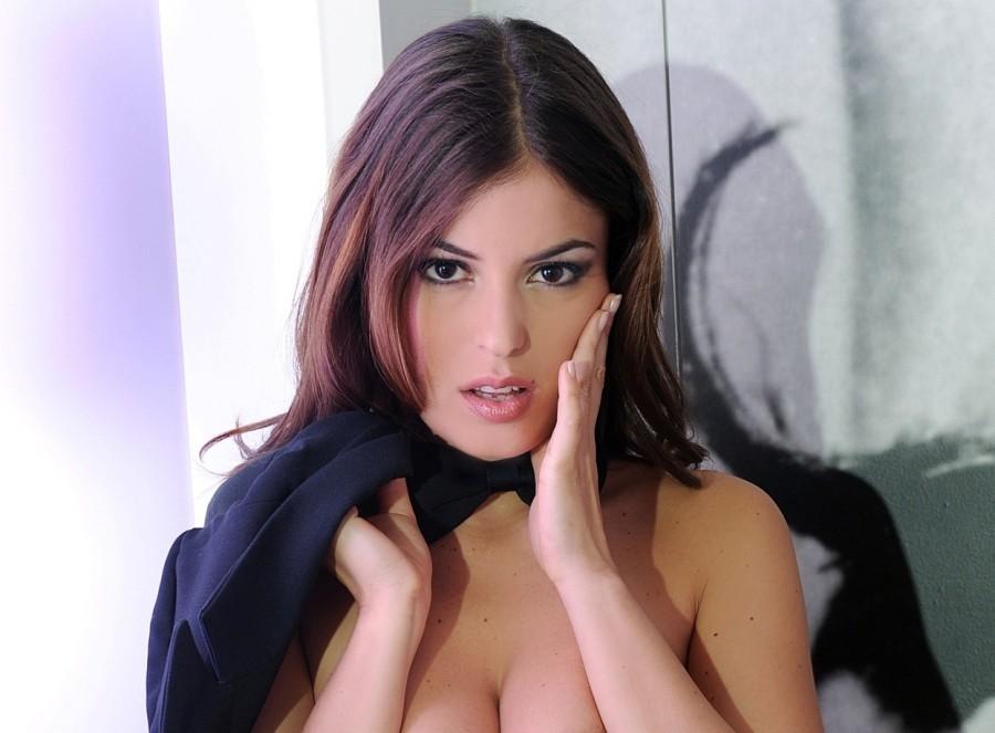 покупали топ самые красивые порноактрисы италии пьяной голой девушки