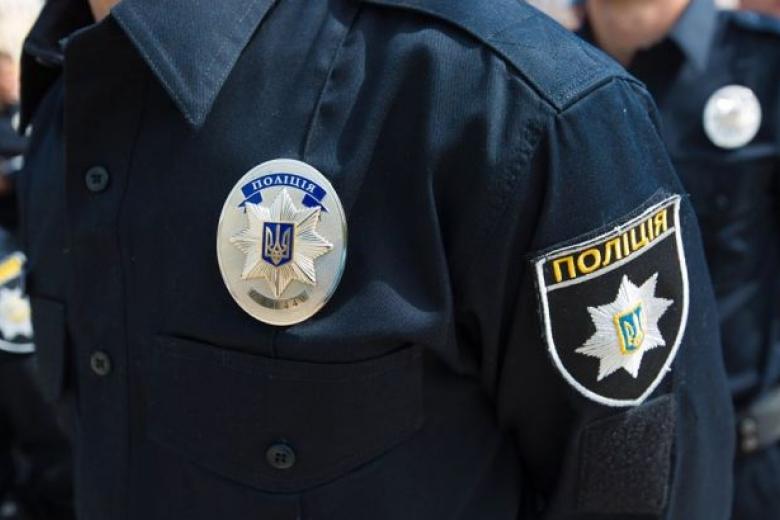 В Киеве сотни людей вышли на акцию в поддержку полиции: фоторепортаж