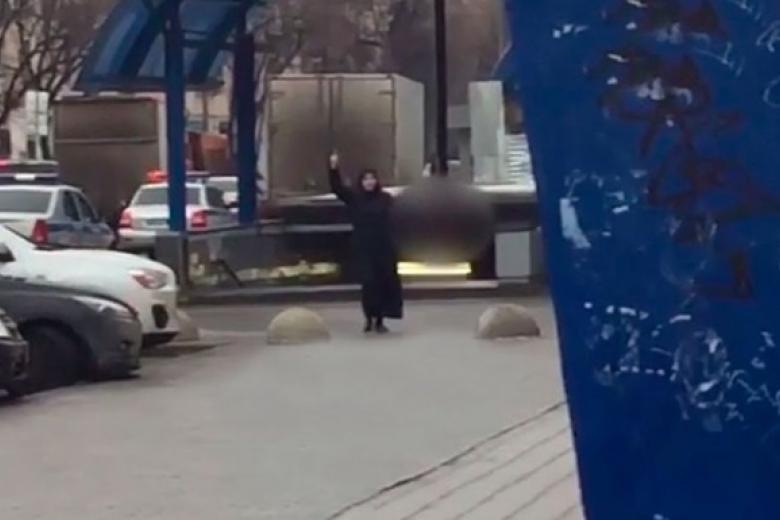 в москве женщина ходила с головой ребенка женские