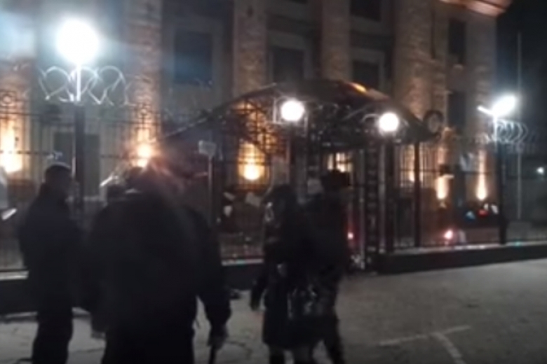 ВКиеве посольство РФ забросали коктейлями Молотова