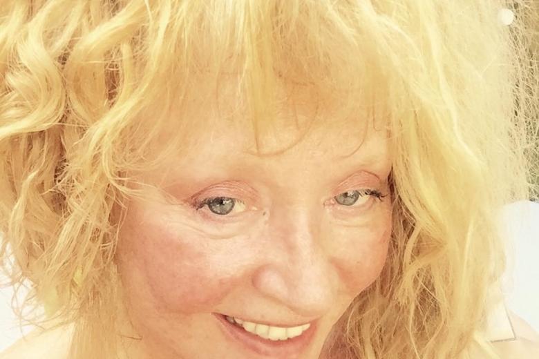 Алла Пугачева обнародовала селфи без макияжа