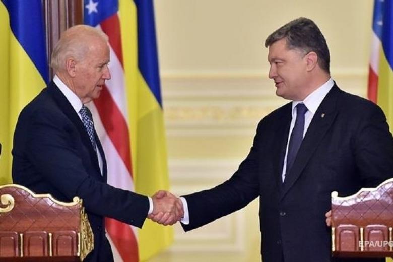 Байден призвал Порошенко избегать эскалации конфликта сРоссией
