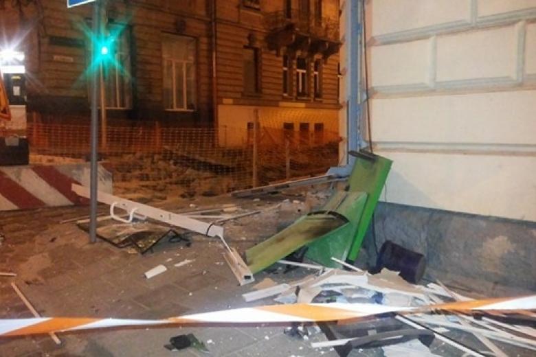 ВоЛьвове ищут неизвестных, которые ночью взорвали банкомат