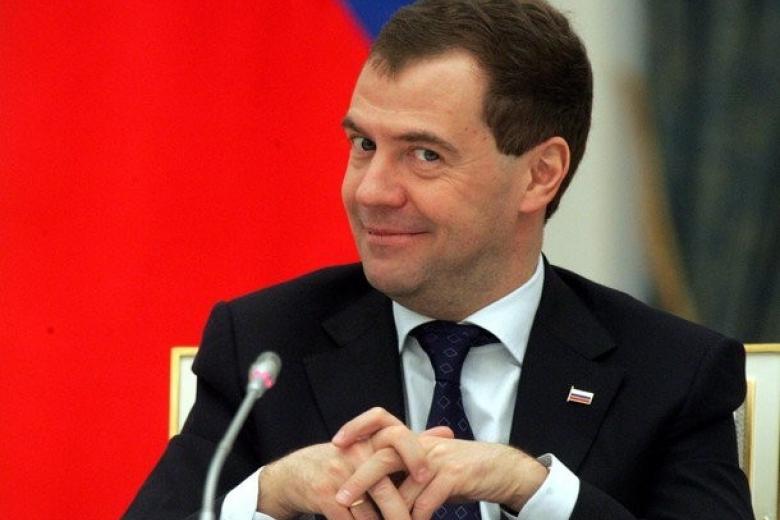 Ухудшение финансового положения учителей неприемлемо — Медведев