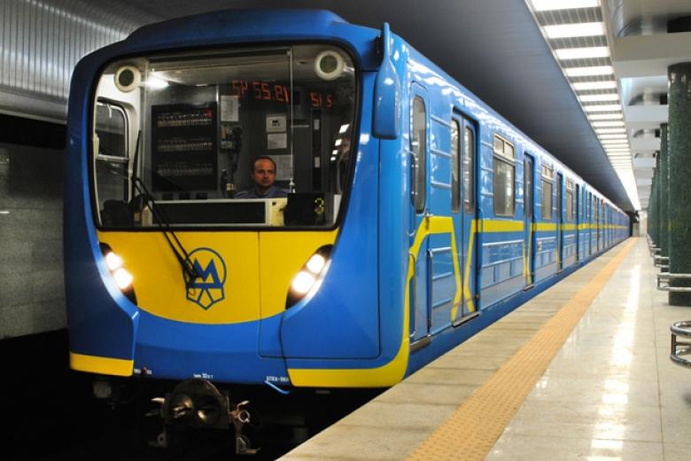 Вовторник киевский метрополитен продлит время работы