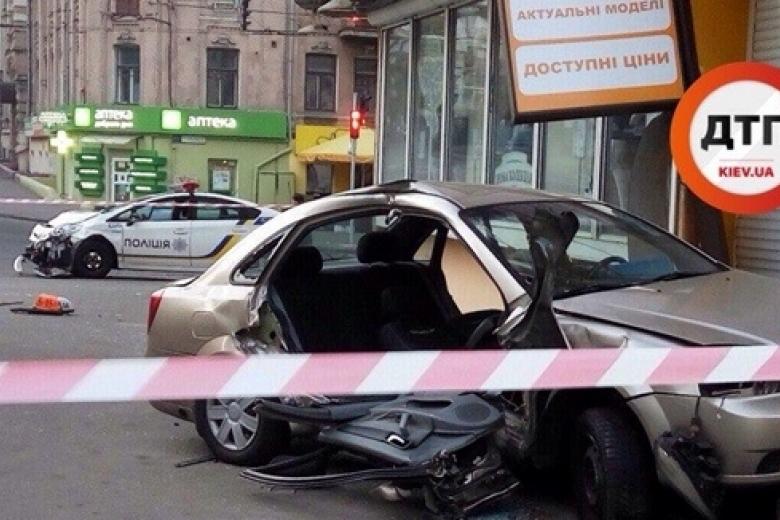 ВКиеве полиция наогромной скорости врезалась втакси: есть пострадавшие