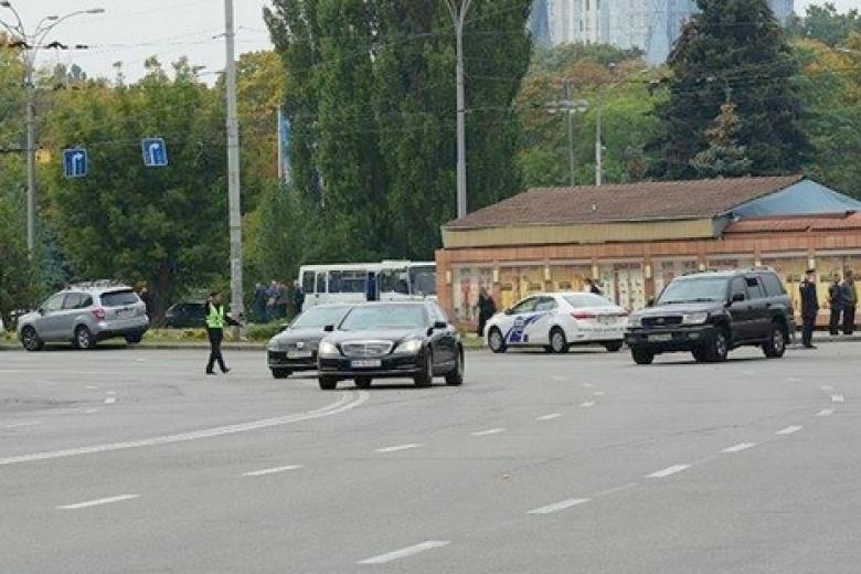 Кортеж Авакова нарушил ПДД