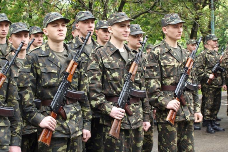 «Чемодан, вокзал, Россия»: вгосударстве Украина начался осенний призыв