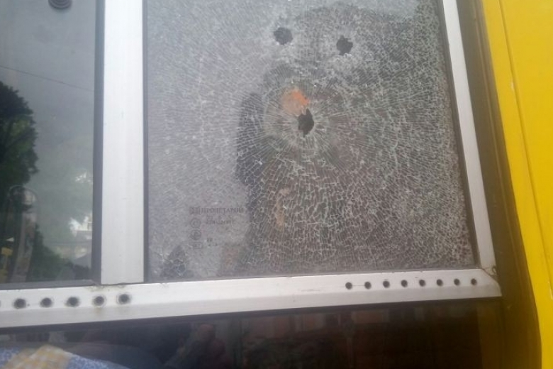 ВОдессе около СБУ парень расстрелял маршрутку из-за нежелания водителя остановиться