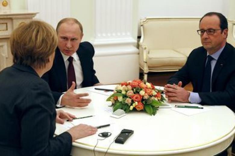 Олланд поведал, очем онвместе сМеркель сегодня хочет попросить В.Путина