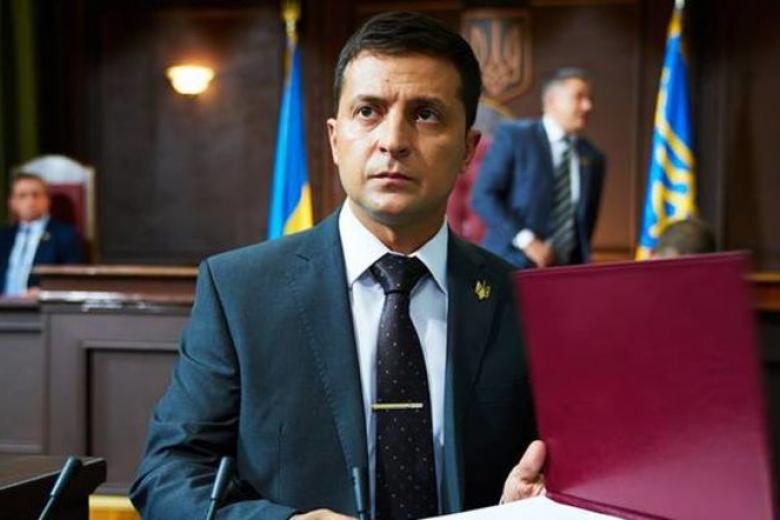 Вweb-сети появилось видео, как артист Зеленский «расстреливает» депутатов Рады