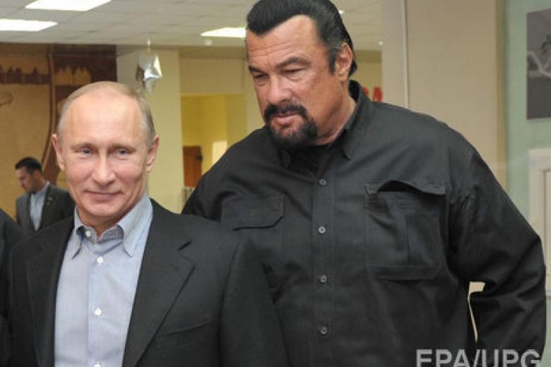 Путин своим указом принял вгражданство Российской Федерации американского актера Стивена Сигала