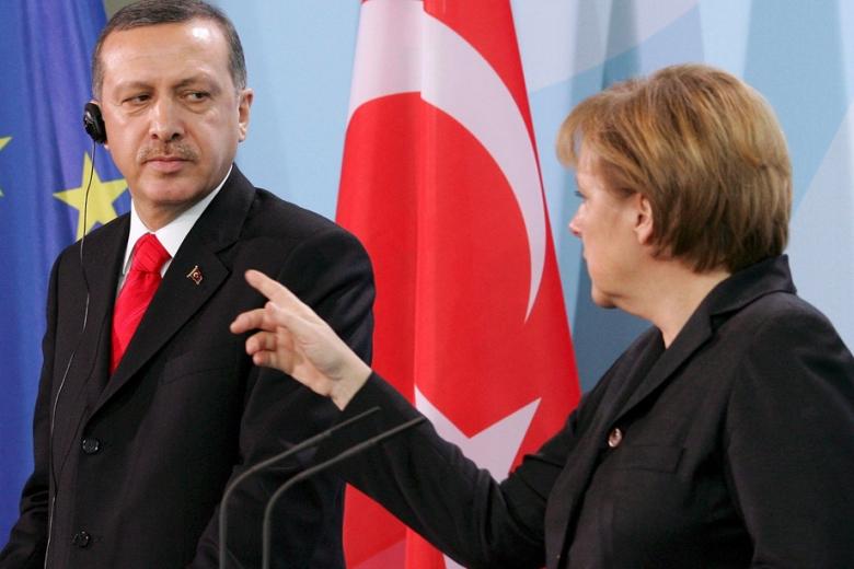 Эрдоган: Европа обеспечивает террористов оружием