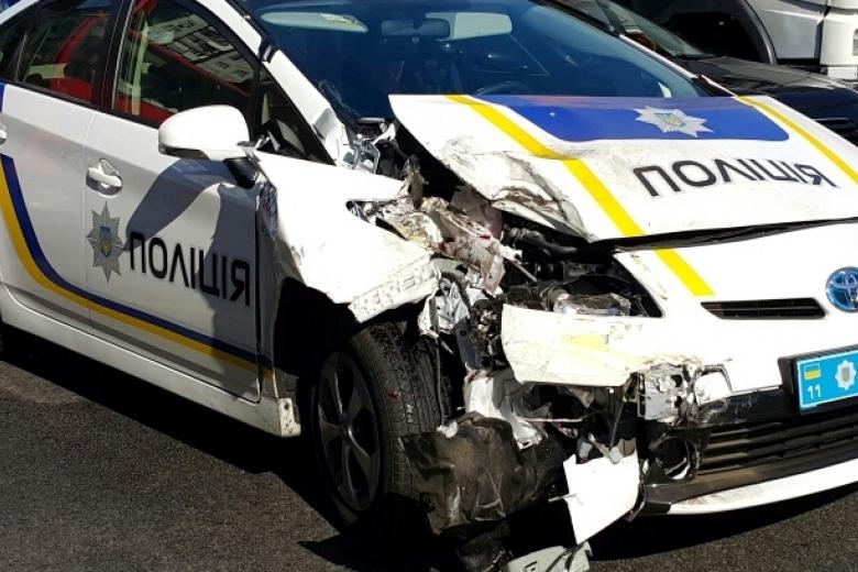 Кадры с«кладбища» полицейских авто вОдессе
