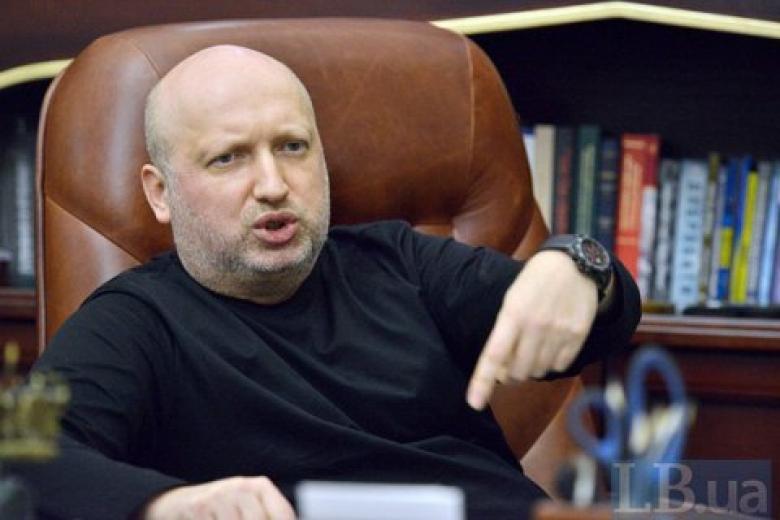 Турчинов давал команду развернуть мой вертолет,— Янукович