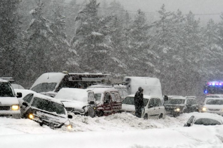 Снежная буря привела кстолкновению 60 машин вСША
