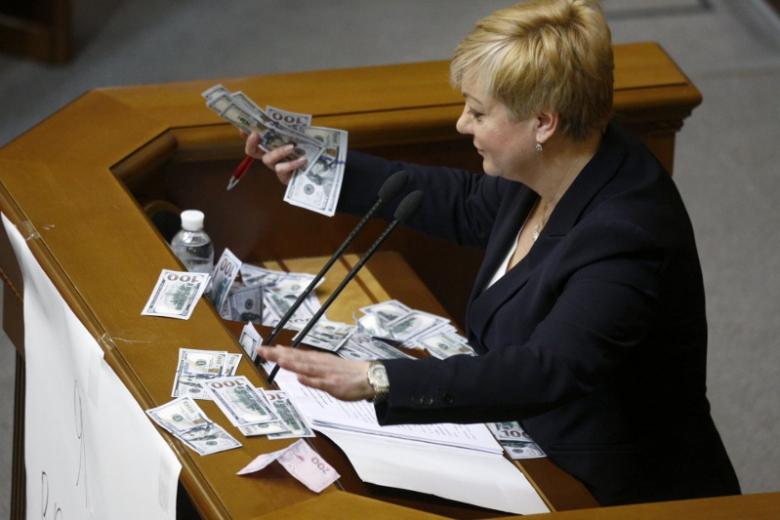 Гонтарева: «Приватбанк» национализируют из-за многочисленных сложностей идолгов