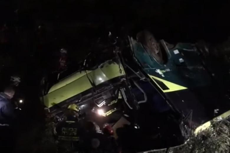 При падении автобуса с70-метровой скалы вИзраиле погибли шесть человек