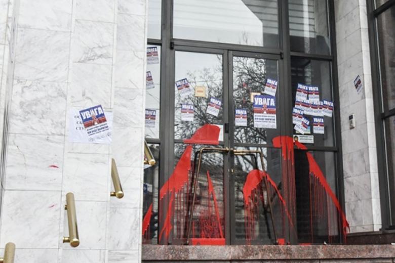 Одесские активисты организовали пикет под стенами «Проминвестбанка»: «Смерть русским банкам!»