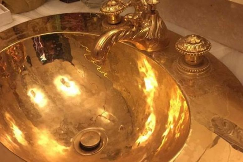 Луценко: впроцессе обыска удиректораГП «Электровозстроение» обнаружили золотую раковину