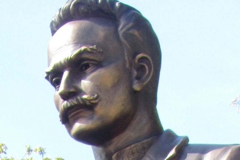 Жадные до металла укропатриоты декомунизировали памятник герою Украины