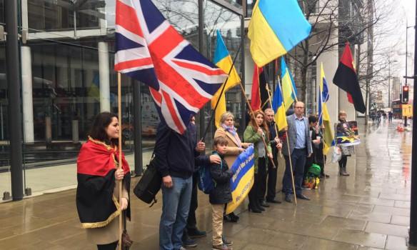 Активисты снова пикетировали апартаменты Ахметова встолице Англии