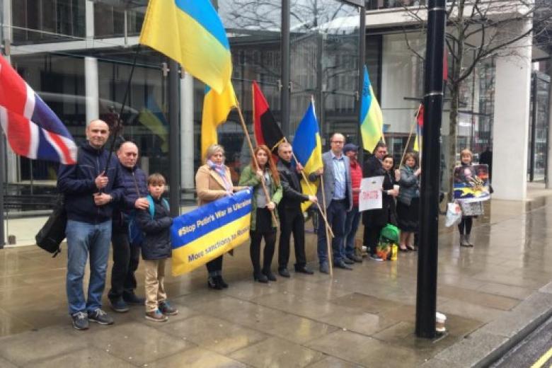 Резиденцию Ахметова пикетировали активисты встолице Англии