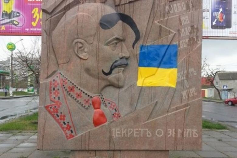 Украина стреляет себе вногу: Киев лишает оснований передачу Крыма УССР