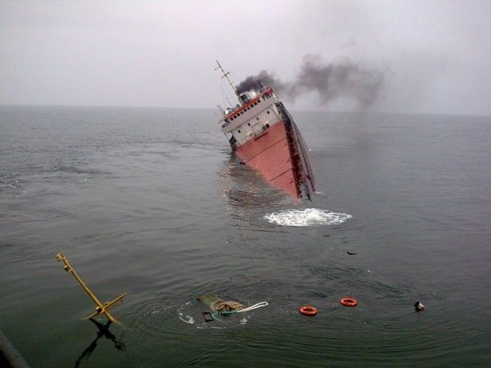 МИД подтверждает смерть 2-х украинцев наборту затонувшего сухогруза