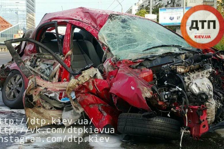 Пассажиру такси оторвало руку врезультате ДТП вКиеве