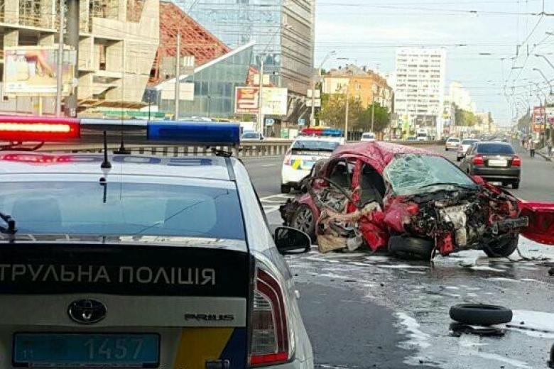Напроспекте Победы вКиеве создалась многокилометровая пробка из-за дорожного происшествия