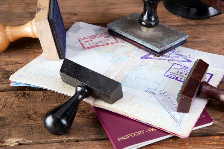 МИД проинформировал о«тяжелых боях» сЕС из-за визовых ограничений для крымчан