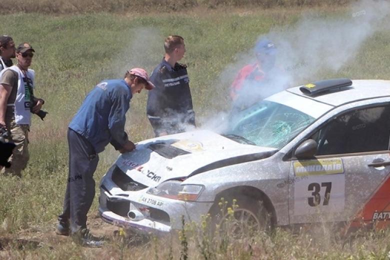 Появилось видео, как зритель бросился под машину участника ралли вНиколаевской области
