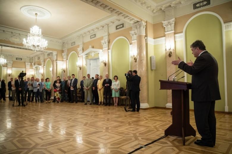 Порошенко потребовал публичного отчета поделу обубийстве Шеремета