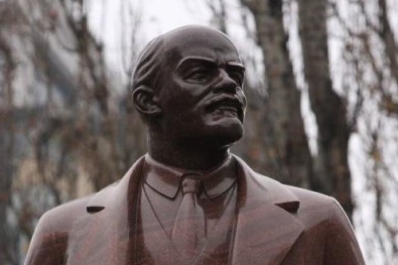 ВЗапорожской области из монумента Ленину сделали памятник гетману Орлику