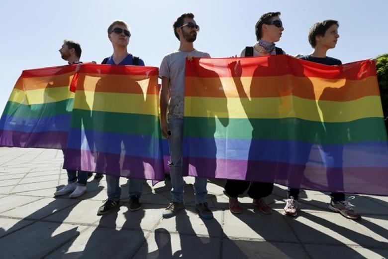 ВКиеве националисты заблокировали центр города из-за акции геев