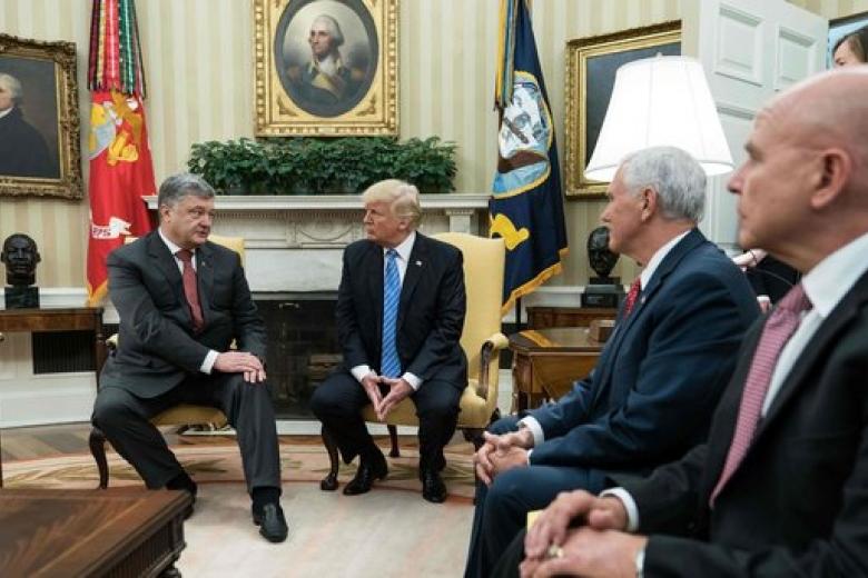 Порошенко обсудил сТрампом привлечение США к«нормандскому формату»