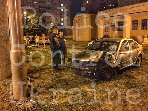 ВХарькове нетрезвый заместитель начальника областной милиции влетел встолб