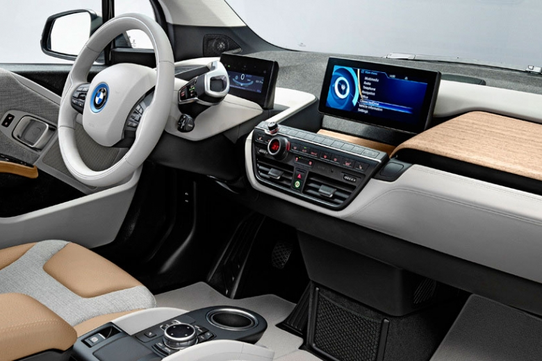 БМВ презентует электрокар i5 врамках автомобильного салона воФранкфурте