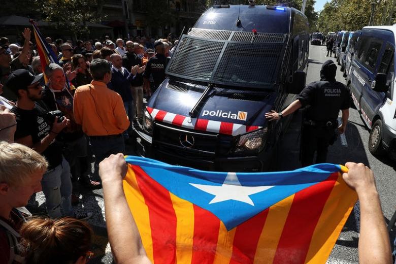 Граждан Каталонии разочаровала позиция короля Испании пореферендуму