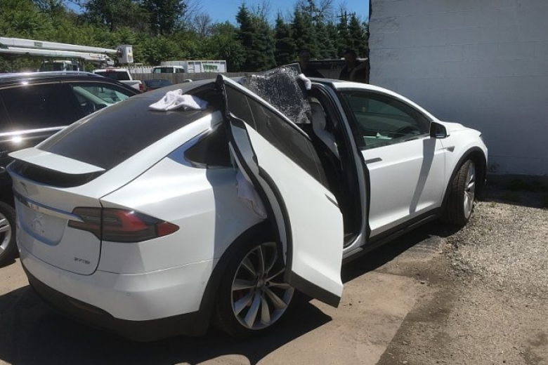 Электрический грузовой автомобиль Tesla впервый раз заснят натестах