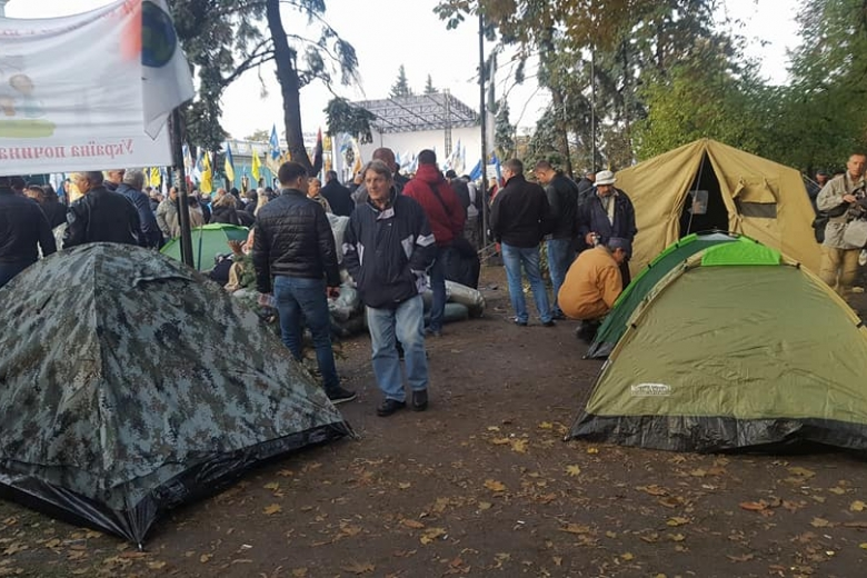 Саакашвили призвал митингующих продолжать акцию подВР еще минимум 2 недели