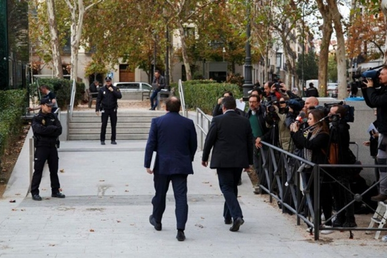 Всуд для дачи показаний прибыли бывшие члены каталонского руководства
