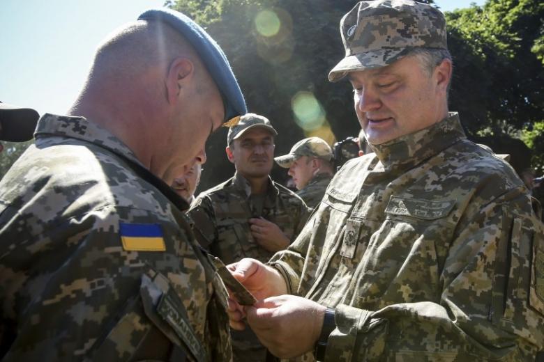 Флаг, форма, девиз, название: украинский десант заметно изменился после 21ноября