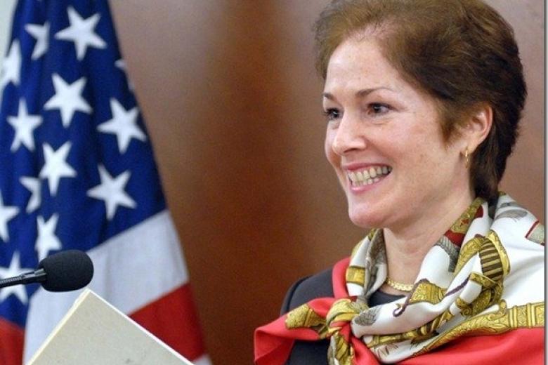 Посол США: Украина должна восстановить выплаты жителям Донбасса