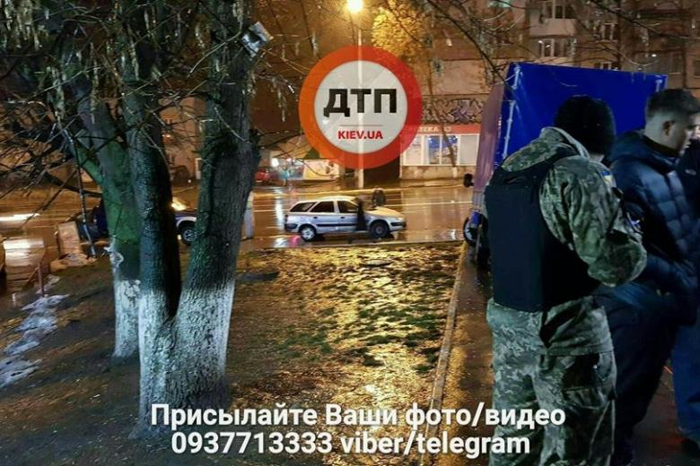 Около метро вКиеве произошла стрельба, есть пострадавшие