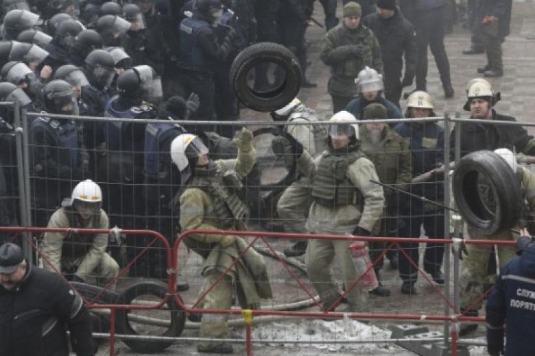 Столкновения начались уздания Верховной рады в столице Украинского государства